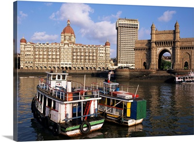 Gateway to India and the Taj Mahal Hotel, Mumbai (Bombay), India, Asia