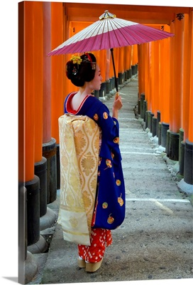Geisha holding umbrella at Fushimi-Inari Taisha shrine, Kyoto, Japan