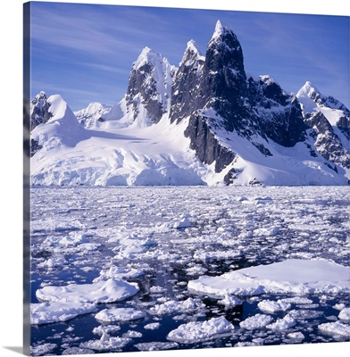 Iceflow off the rugged west coast of the Antartic Peninsula, Antarctica