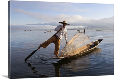 Intha leg-rower fisherman, Inle Lake, Shan State, Myanmar