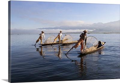 Intha leg-rower fishermen, Inle Lake, Shan State, Myanmar