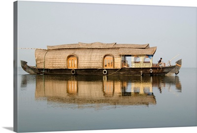 Kettuvallum (houseboat) on lagoon in backwaters, Kumarakom, Kerala, India, Asia