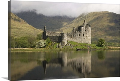 Kilchurn castle, near Loch Awe, Highlands, Scotland, UK