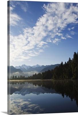 Lake Matheson, Mount Tasmani, Southern Alps, South Island, New Zealand