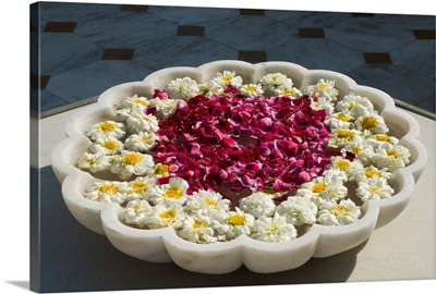 Marble bowl with floating flowers, Shiv Niwas Palace, Udaipur, Rajasthan state, India