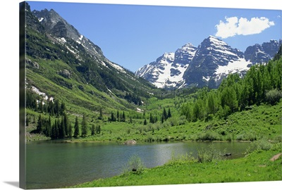 Maroon Lake near Aspen, Colorado, USA