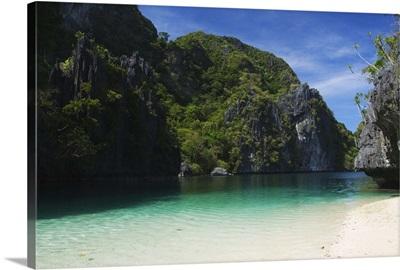 Miniloc Island, Big Lagoon, limestone rock formations, Palawan Province, Philippines