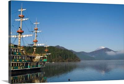 Mount Fuji and pirate ship, lake Ashi, Hakone, Kanagawa prefecture, Japan