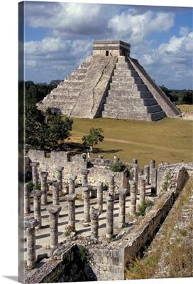 One thousand Mayan columns and pyramid El Castillo, Chichen Itza, Yucatan, Mexico