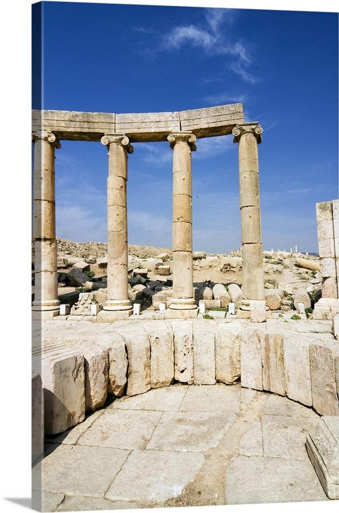 Oval Plaza, Colonnade and Ionic columns, a Roman Decapolis city, Jordan