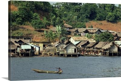 Pirogue, Adjoukron fishing village on lagoon, Tiegba, Ivory Coast, Africa