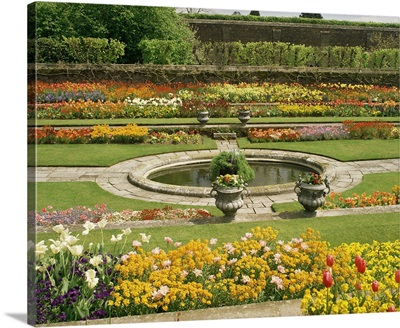 Pond Garden, Hampton Court Palace, Greater London, England, UK