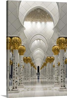Prayer hall of Sheikh Zayed Bin Sultan Al Nahyan Mosque, Abu Dhabi, United Arab Emirates