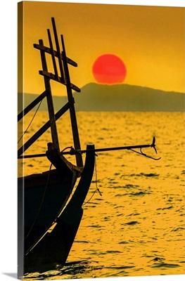 Setting Sun Beyond Fishing Boat, Otres Beach, Sihanoukville, Cambodia, Indochina, Asia