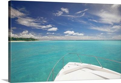 Speedboat arriving in Tropical beach, Maldives, Indian Ocean, Asia