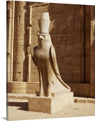 Statue of Horus, Temple of Horus, Edfu, Egypt, North Africa, Africa