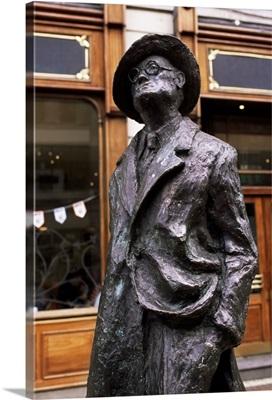 Statue of James Joyce, O'Connell Street, Dublin, Eire (Republic of Ireland), Europe