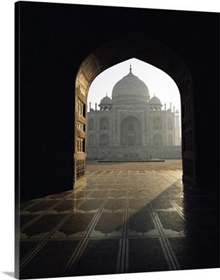 Taj Mahal, seen through gateway, Agra, Uttar Pradesh state, India