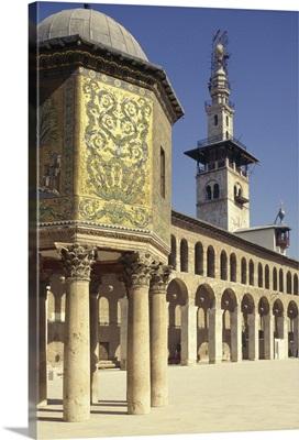 The Hazneh (Treasury), courtyard and minaret, Omayad Mosque, Damascus, Syria