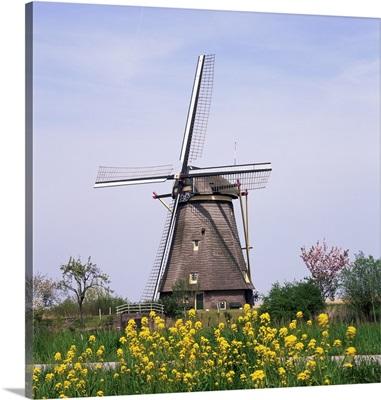 Windmill, Kinderdijk, near Rotterdam, Holland, Europe
