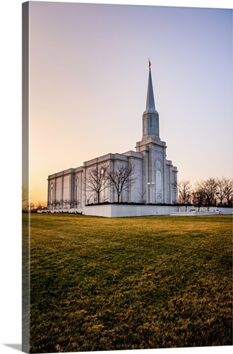 St Louis Missouri Temple Lawn At Sunset Town And Country