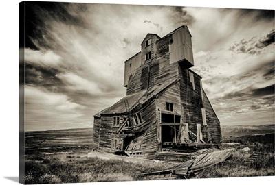 Old abandoned grain elevator in the Palouse, Washington