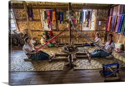 Padaung ring necked women in Inle Lake, Myanmar