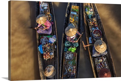 Women selling jewelry in longtail boats in Inle Lake, Burma