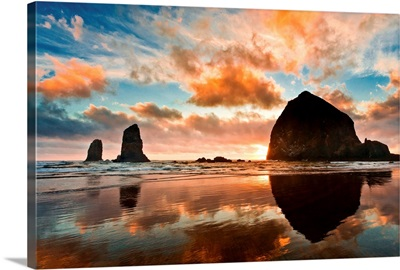 Haystack Rock at sunset, Cannon Beach, Oregon.