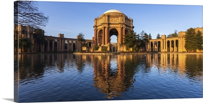 Palace Of Fine Arts In Early Morning Light In San Francisco, California