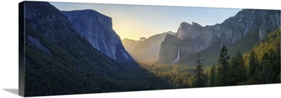 Sunrise At The Tunnel View In Yosemite National Park, California