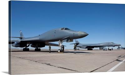 A B-1B Lancer goes through pre-flight checks at Dyess Air Force Base, Texas