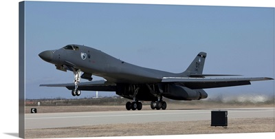 A B-1B Lancer takes off from Dyess Air Force Base, Texas