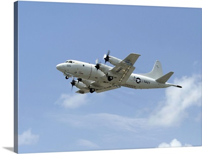 A P-3C Orion aircraft takes off from Marine Corps Base Hawaii