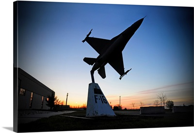 A scale model of an F16 C Fighting Falcon