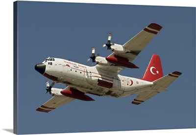 A Turkish Air Force C-130E Hercules wears the paint scheme of the Turkish Stars