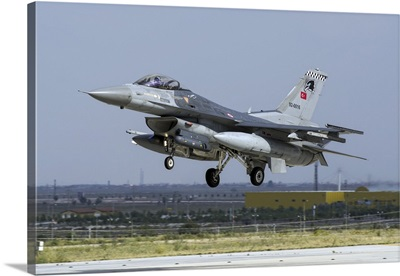 A Turkish Air Force F-16C Fighting Falcon in midair