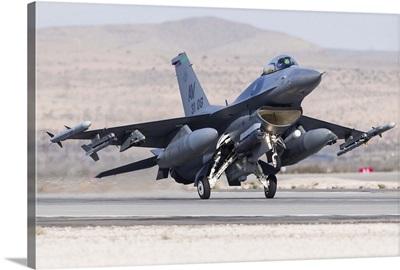 A U.S. Air Force F-16C Fighting Falcon landing