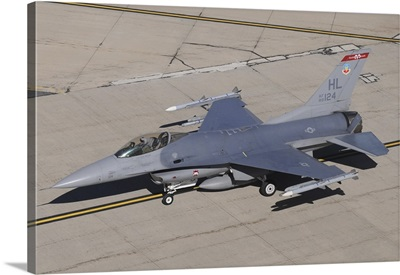 A U.S. Air Force F-16C Fighting Falcon taxiing at the end of a training mission
