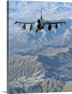 A US Air Force F-16C Fighting Falcon in flight over Afghanistan