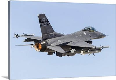 A US Air Force F-16C Fighting Falcon taking off