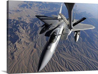 A US Air Force F15 Eagle flies toward the boom of a KC135 Stratotanker