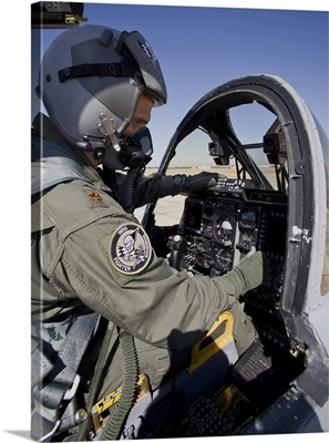 An A-10C Thunderbird pilot goes through his preflight checks