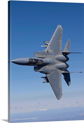 An F-15 Eagle conducts air-to-air training over Oregon