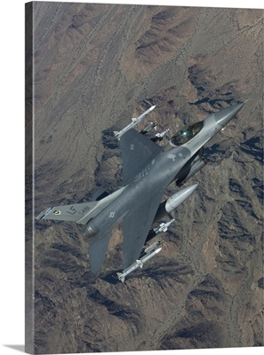 An F-16 Fighting Falcon on a training mission over Arizona