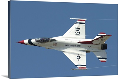 An F-16 of the U.S. Air Force Air Demonstration Squadron Thunderbirds