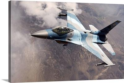 An F16 Falcon in flight