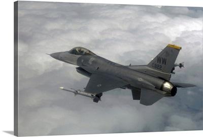 An F16 Fighting Falcon in flight