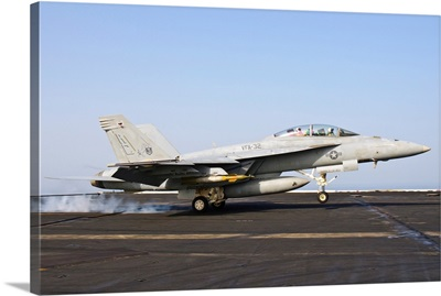 An F/A-18E Super Hornet lands aboard USS Harry S. Truman