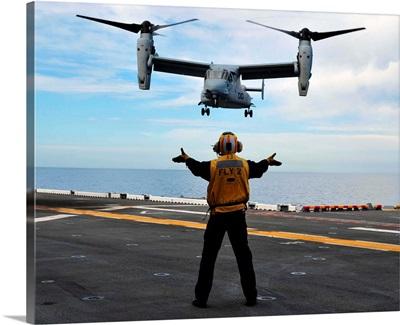 An MV-22 Osprey tiltrotor aircraft approaches the flight deck